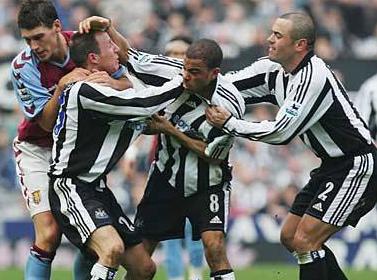 En ünlü futbolcu kavgaları galerisi resim 17