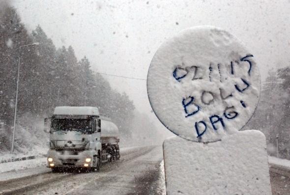 Bolu Dağı'nda mevsimin ilk karı! galerisi resim 2