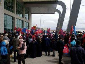 Konya'da Davutoğlu'na büyük karşılama