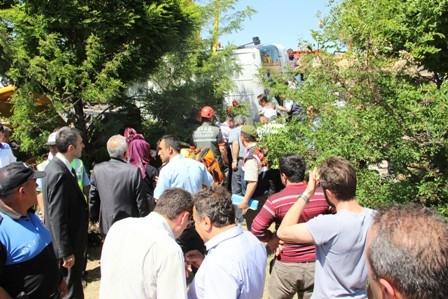 Öğrencileri taşıyan midibüs devrildi: 1 ÖLÜ, 20 YARALI galerisi resim 6