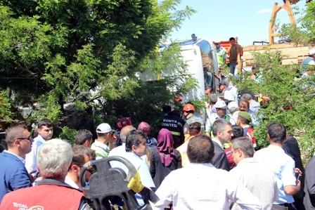 Öğrencileri taşıyan midibüs devrildi: 1 ÖLÜ, 20 YARALI galerisi resim 9