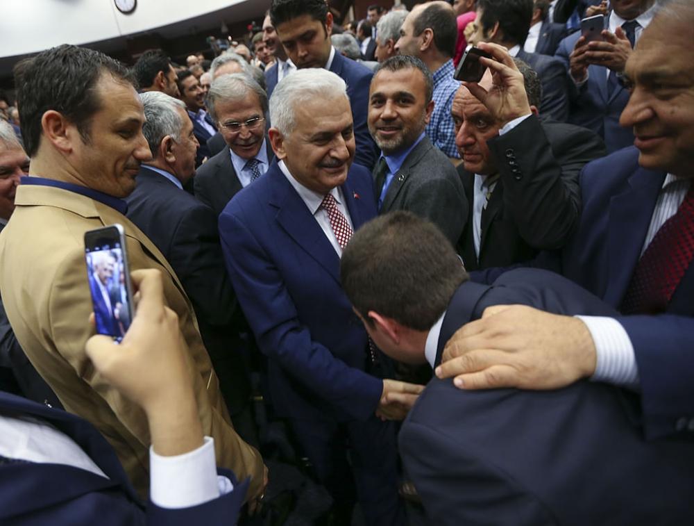 AK Parti'liler Yıldırım'ı böyle kutladı galerisi resim 2