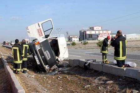 Konya'da Minibüs ile Otomobil Çarpıştı: 1 Ölü galerisi resim 8