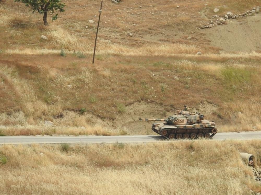 Tanklar üslerine geri dönüyor galerisi resim 1