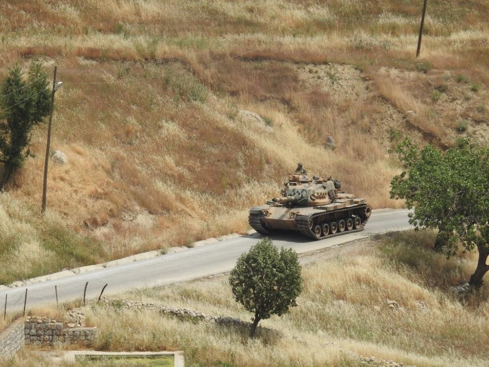 Tanklar üslerine geri dönüyor galerisi resim 2