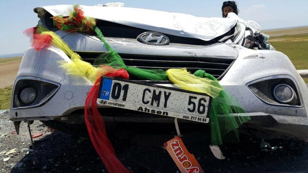 Düğün konvoyunun mutluluğu yarım kaldı: 20 yaralı galerisi resim 3