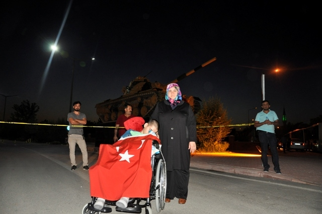 Konya'da darbe girşimine tepkiler galerisi resim 1