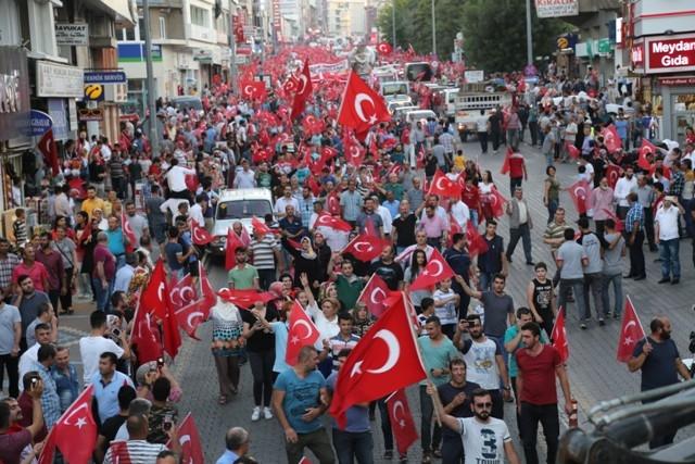 Konya'da darbe girşimine tepkiler galerisi resim 17