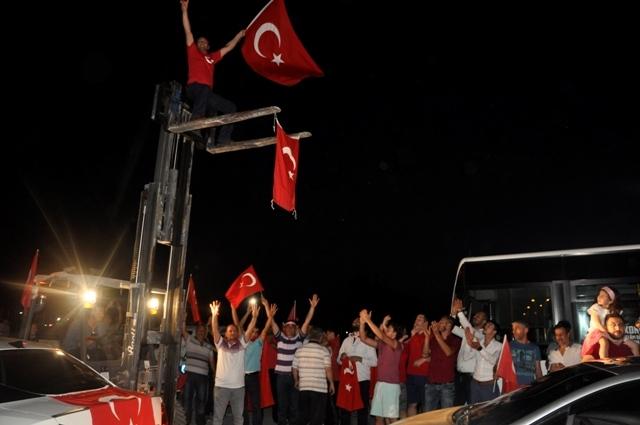 Konya'da darbe girşimine tepkiler galerisi resim 2