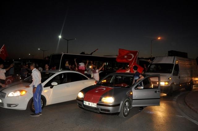 Konya'da darbe girşimine tepkiler galerisi resim 3
