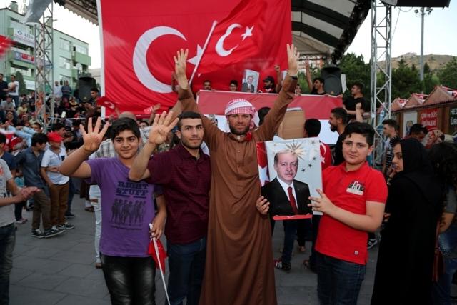Konya'da darbe girşimine tepkiler galerisi resim 37