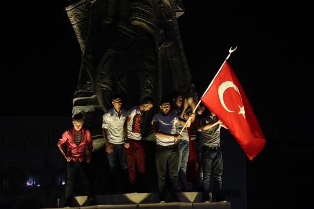 Konya'da darbe girşimine tepkiler galerisi resim 53