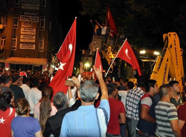 Konya'da darbe girşimine tepkiler galerisi resim 7