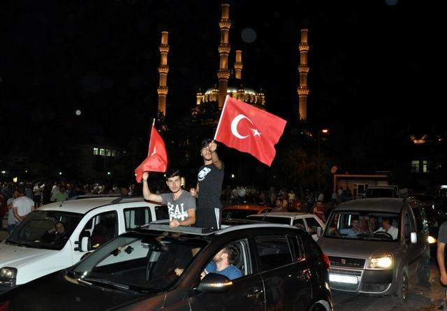 Konya'da darbe girşimine tepkiler galerisi resim 8