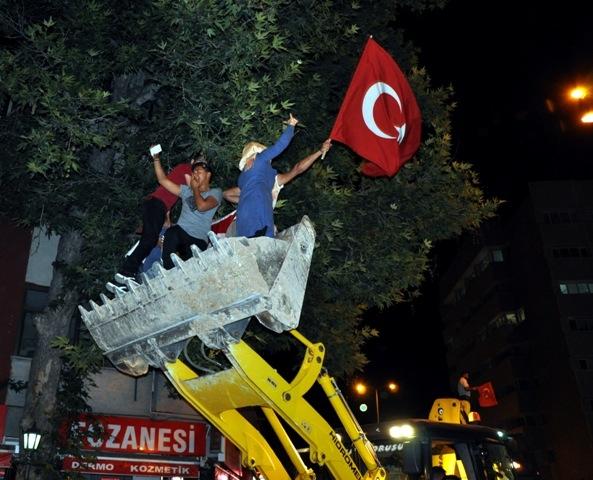 Konya'da darbe girşimine tepkiler galerisi resim 9