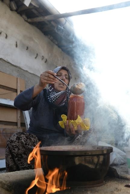 Kadınların 'İmece' usulu kış hazırlığı galerisi resim 1