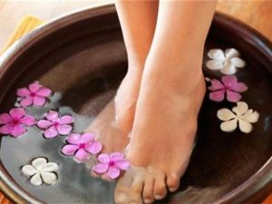 Ayaklarınızı sıcak suda bekletirseniz