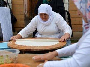 """Avustralya'daki Konyalılar """"yufka ekmek"""" geleneğini sürdürüyor"""