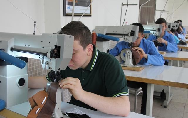 """Türkiye'nin """"ayakkabı tasarımcıları"""" bu okulda yetişiyor galerisi resim 3"""