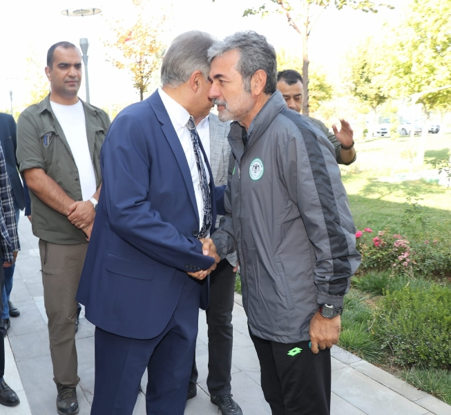 Vali Cüneyit OrhanToprak: Fanatik Konyasporluyum galerisi resim 1