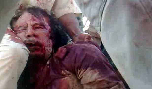 Oğul Kaddafinin cesedi ile poz verdiler galerisi resim 12