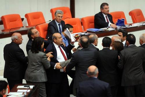 Mecliste bu sefer kadınlar kavga etti! galerisi resim 3