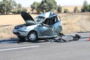 Akşehirde trafik kazası: 2 ölü, 1 yaralı