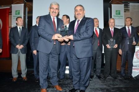 Halil Etyemez'e Yılın Başarılı Siyasetçisi Ödülü verildi