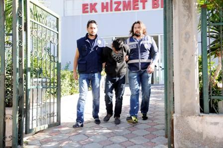Kapı göbeklerini kırarak hırsızlık yapan şahıs yakalandı