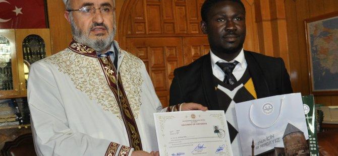 Konya'da Fildişili öğrenci Müslümanlığı seçti
