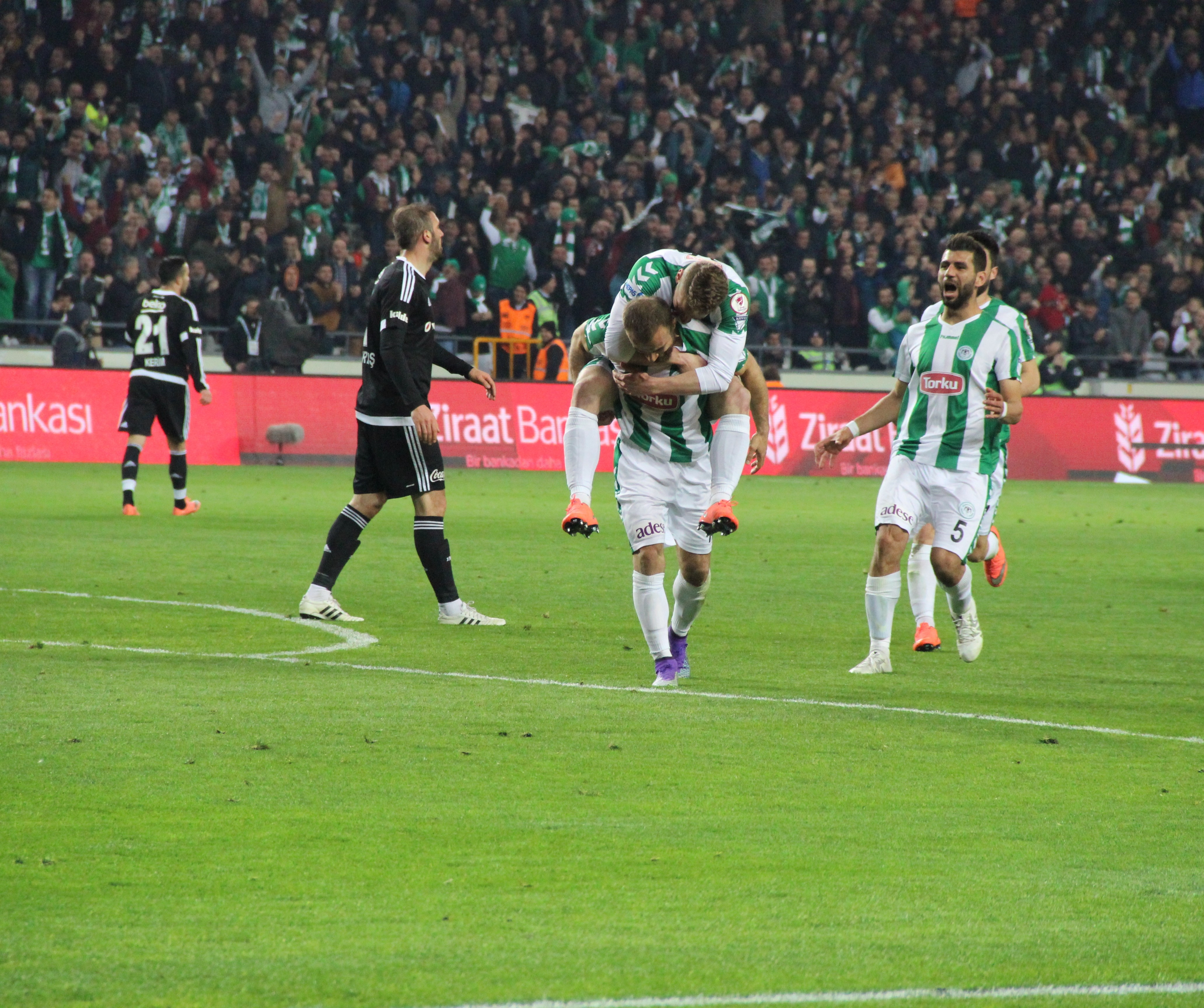 Konyaspor'a duran toplar yaradı