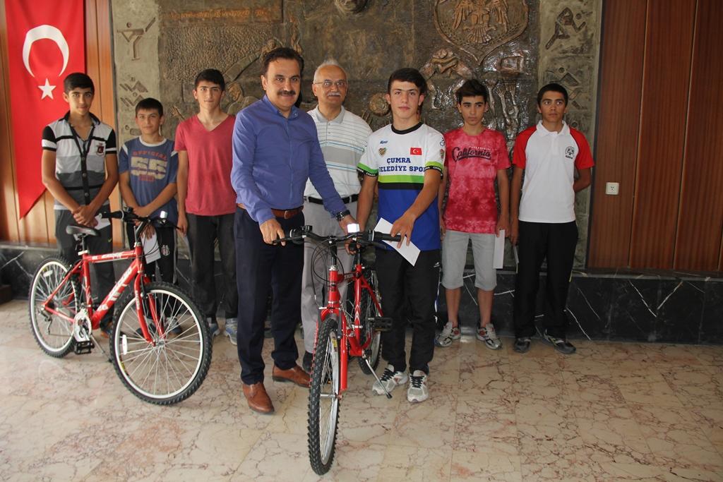 Bisikletçiler ödüllendirildi