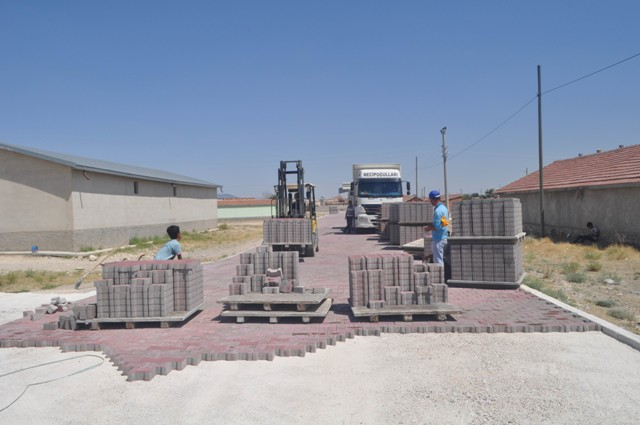 Cihanbeyli'de parke taşı çalışmaları sürüyor