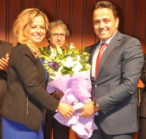 Hande Hanımda Başkan Aladağ'a Çiçek