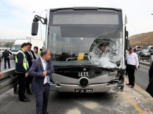 Sefaköy'de otomobilin metrobüse çarpması