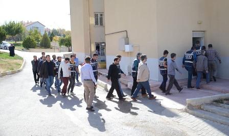 Karaman'da 5 öğretmen tutuklandı