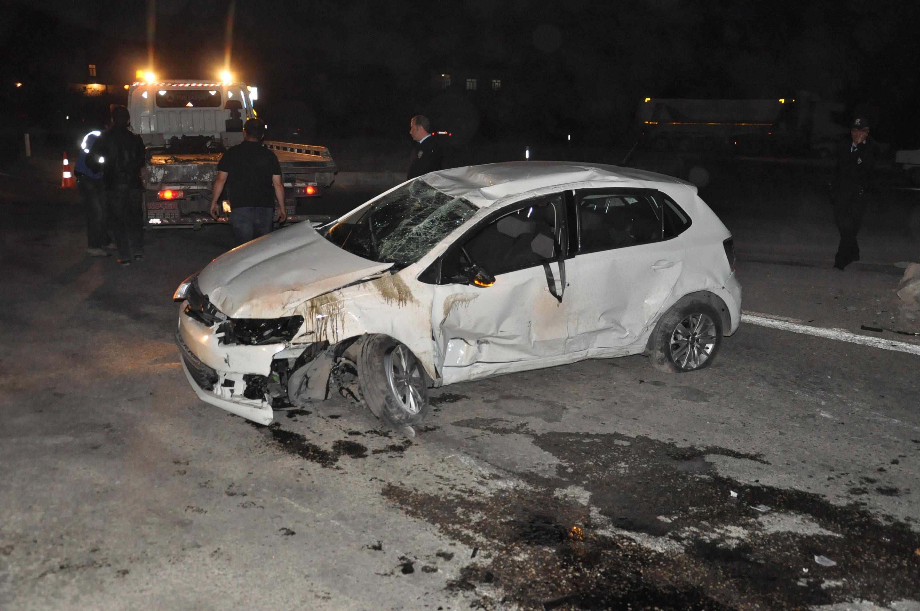 Otomobil Mobese direğine çarparak durabildi: 1 Ölü, 2 yaralı