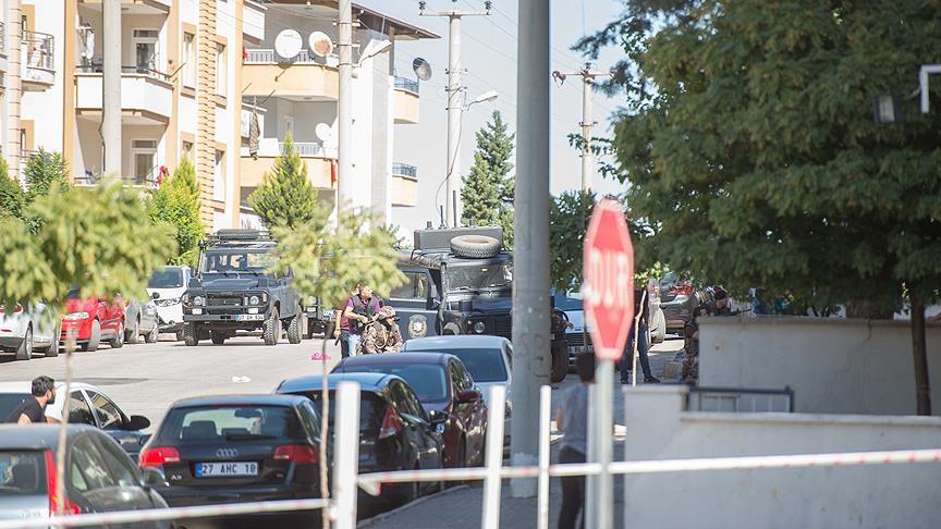 Gaziantep'te yakalanacağını anlayan teröristler kendilerini patlattı: 3 şehit