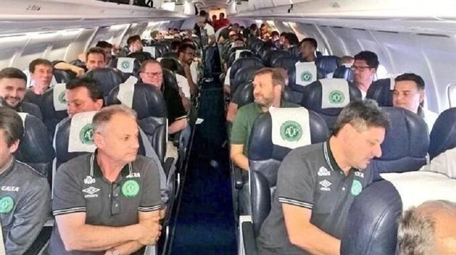 Brezilyalı futbolcuları taşıyan uçak düştü: 76 ölü