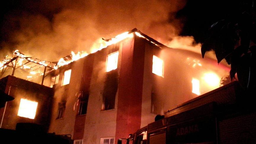 Adana'da özel öğrenci yurdunda yangın: 12 kişi hayatını kaybetti