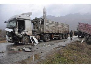 Konya'da iki TIR'ın çarpıştığı kaza ucuz atlatıldı
