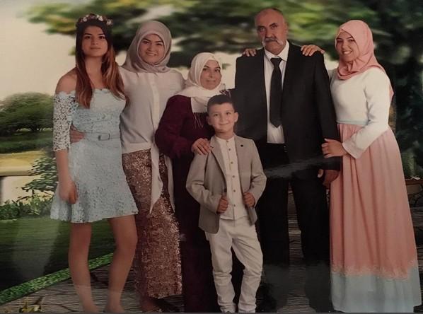 İzdivaç Hanife'nin Aile Üyeleriyle Fotoğrafları Ortaya Çıktı