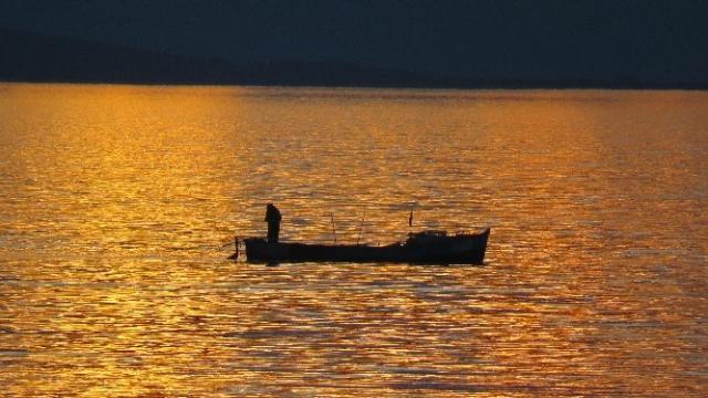 Balıkçıların Kartpostallık Gün Batımı Mesaisi