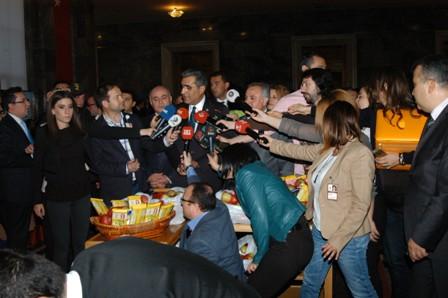 Konuk, gazeteciler gününü kutladı