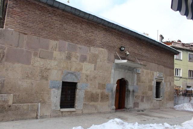 Mihrabı Çalınan; Beyhekim Camii