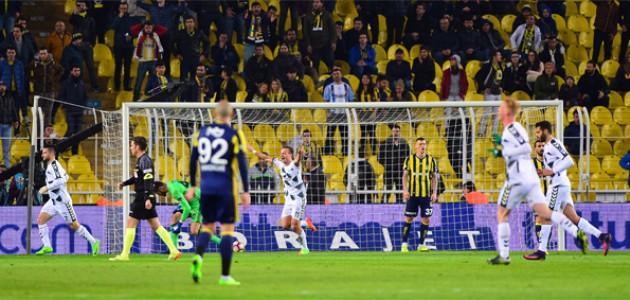 Atiker Konyaspor  Fenerbahçe'yi Kadıköy'de yendi