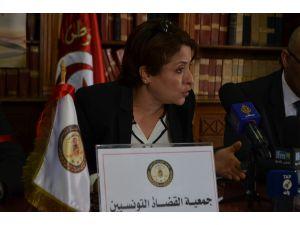 Tunus yargısında iş yavaşlatma eylemi
