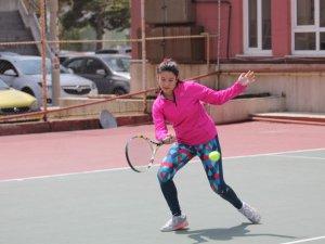 Teniste 23 Nisan Ulusal Egemenlik Kupası Yapıldı