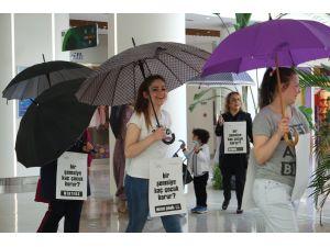 Şemsiyelerini yurtlardaki çocuklar için açtılar