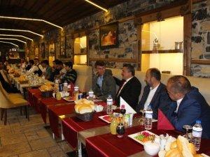 Tutal, Mehmetçiklerle yemekte buluştu